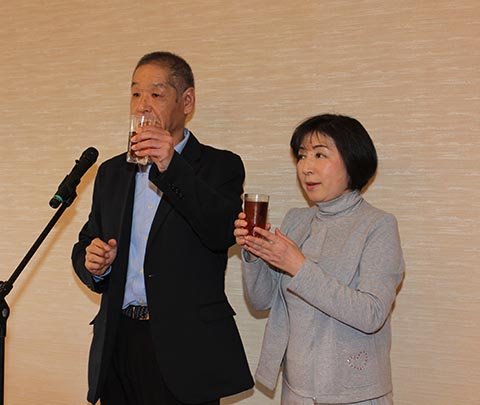 池澤良順JBGA会長による乾杯、ガイドは長崎千代さん