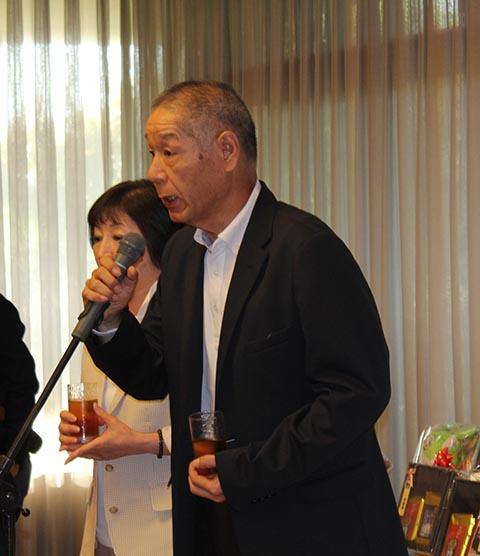 池澤良順会長による乾杯、ガイドは長崎千代さん