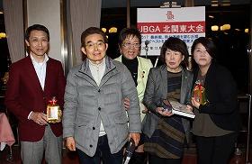 レギュラー4位の末廣耕二さん(坂井善昭さん)、チャレンジ伊藤和子さん(木村胤実さん)、中央は岡田美智子プロ